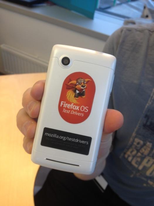 Отправка телефонов с Firefox OS. Получатели – авторы идей по созданию интересных приложений
