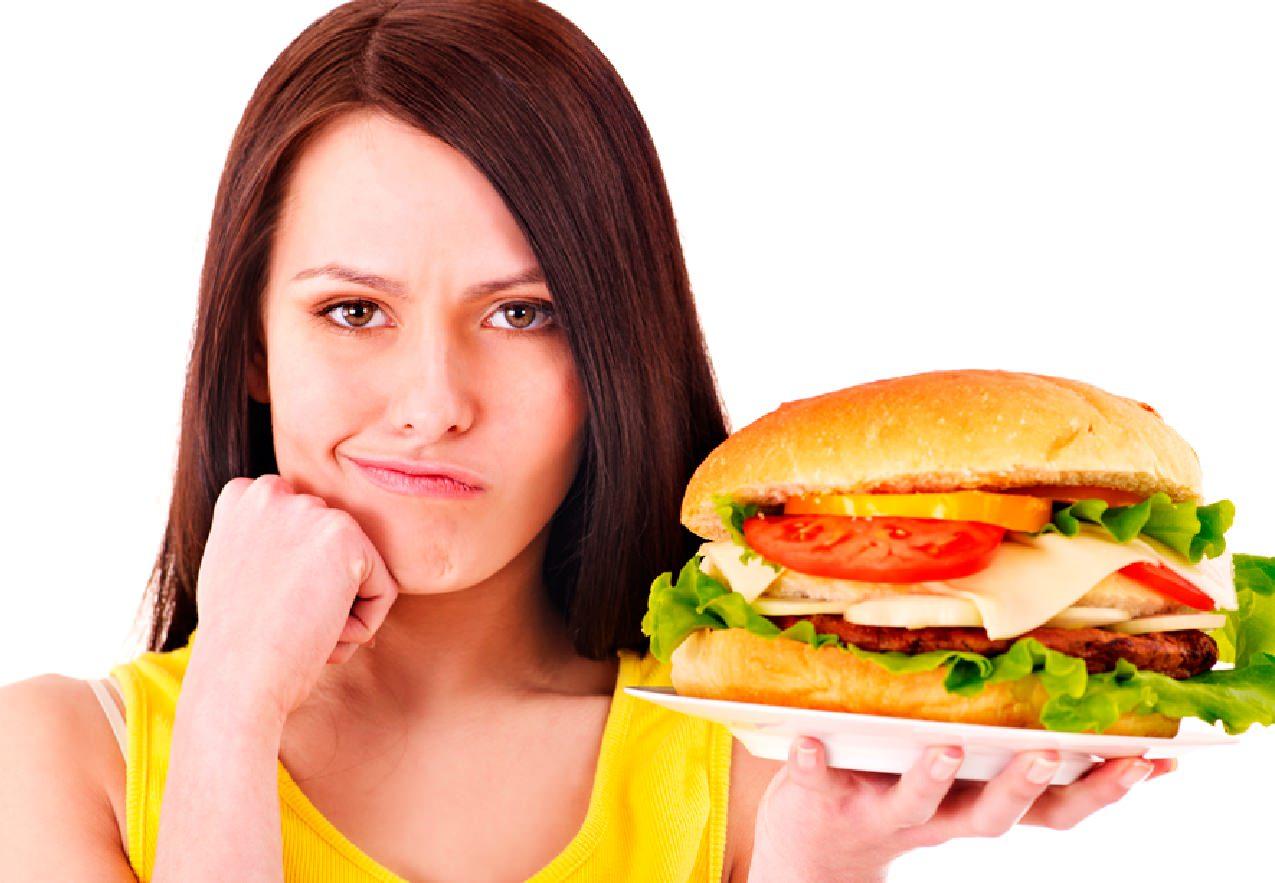 Фастфуд увеличивает риск бесплодия у женщин