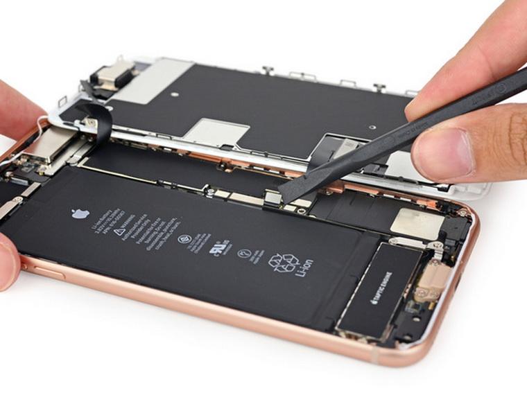 Замена стекла iPhone 8 в СЦ «Maclouds» с использованием технологии ОСА