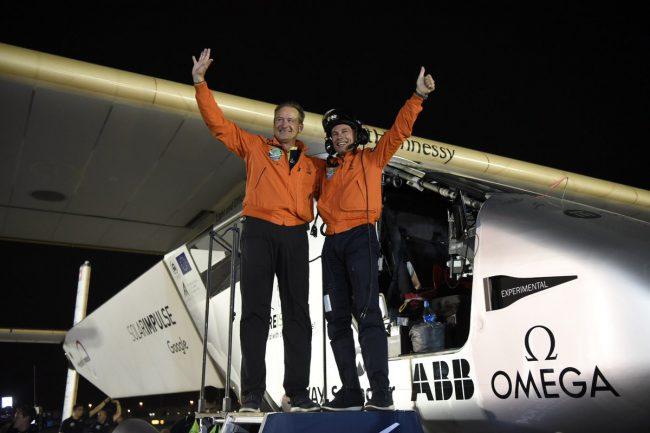 Самолет на солнечной энергии Solar Impulse 2 завершил кругосветное путешествие