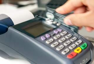 Использование POS-терминалов для оплаты товаров с помощью банковской карты