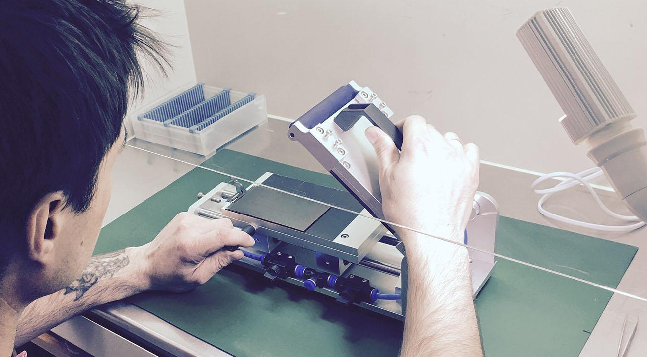 Кому доверить ремонт стекла iPhone