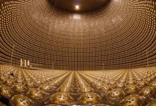 Как нейтрино, которые едва существуют, заполучили Нобелевскую премию